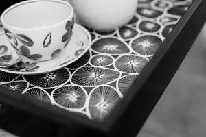 Bricka med kaffekoppar